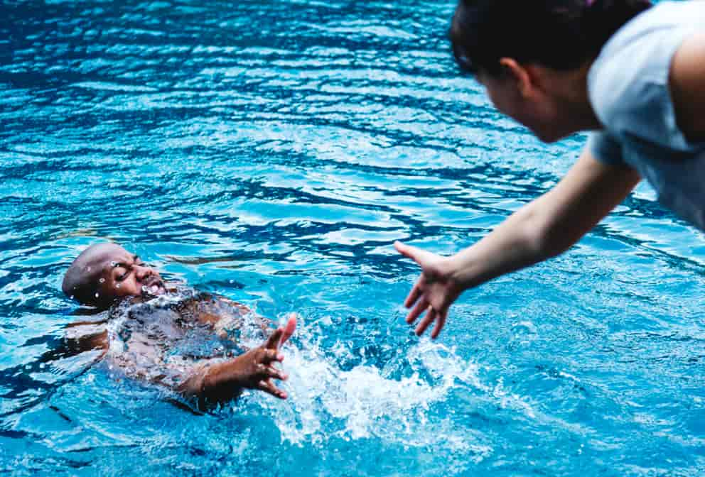 Rescuing a drowning person from the swimming pool